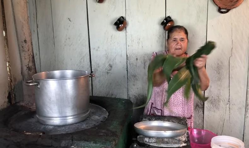 Doña Ángela, la abuelita 'youtuber' que está conquistando las redes con sus recetas