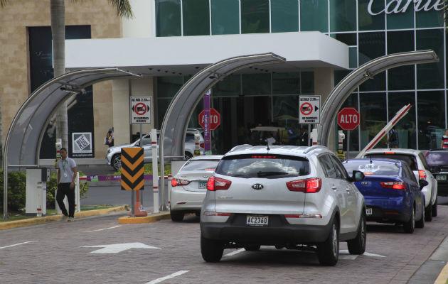 Corte declara inconstitucional proyecto que otorgaba tres horas gratis de estacionamientos a consumidores