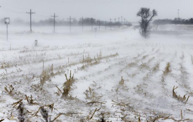Tormenta invernal cubre de nieve gran parte de la región centro-norte de Estados Unidos