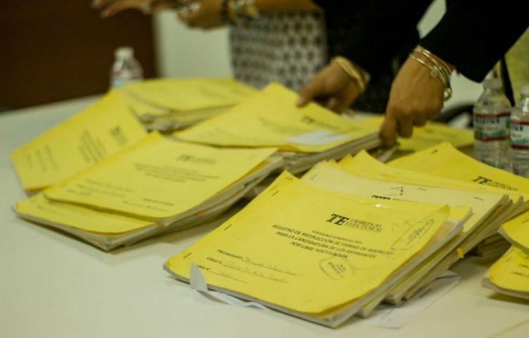 Detectan firmas de fallecidos y recién nacidos en libros de todos los precandidatos a libre postulación
