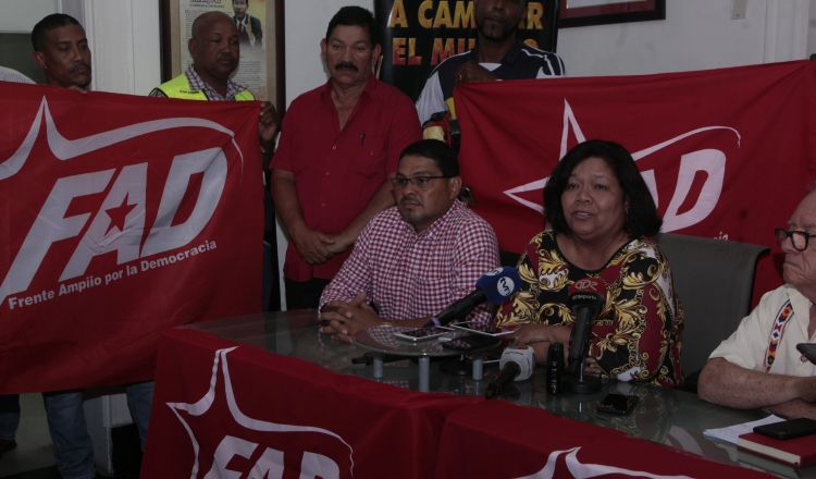 Maribel Gordón transmitió el sentir del colectivo político. Víctor Arosemena