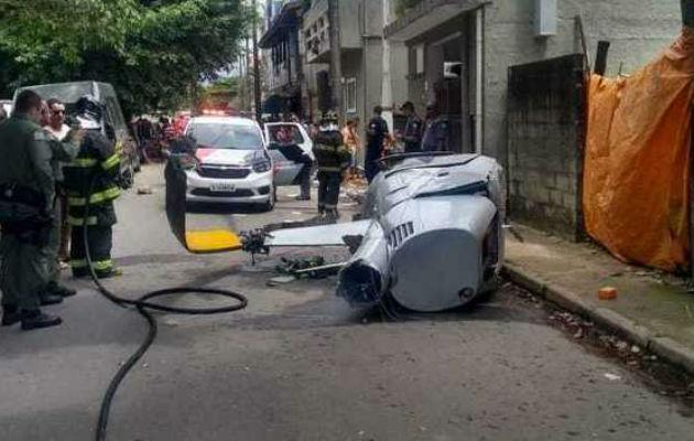 Muere un peatón al caerle un helicóptero en un municipio costero de Brasil