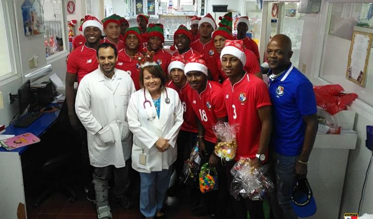 Selección Sub 20 de Panamá entregó regalos en el Hospital del Niño