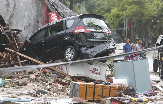 Se ha desplegado maquinaria pesara para ayudar en las tareas de evacuación y emergencias (...) Se recomienda a los residentes no acercarse a las costas en este momento.