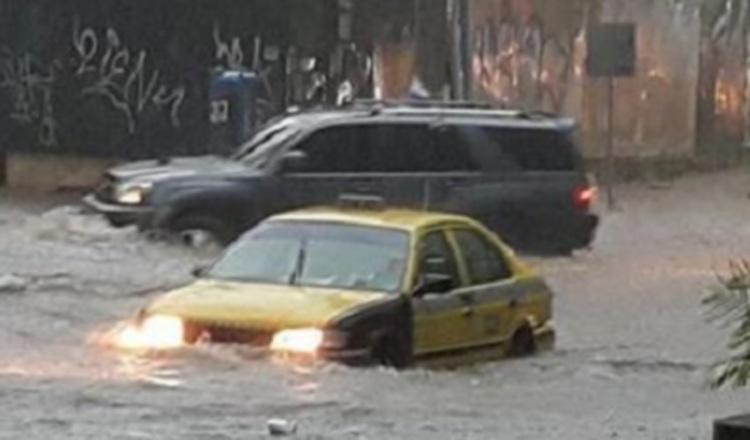 Fábrega trabajará en soluciones temporales para inundaciones en avenidas