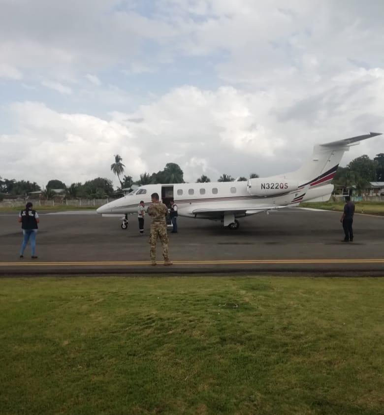 En la aeronave que impactó a un canino en Isla Colón viajaban tripulantes de EE.UU.