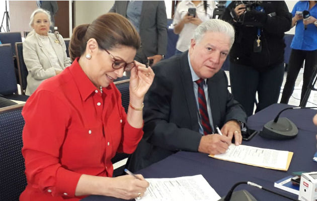 Ana Matilde Gómez oficializa mancuerna con Jorge Arango, exministro varelista, para elecciones 2019