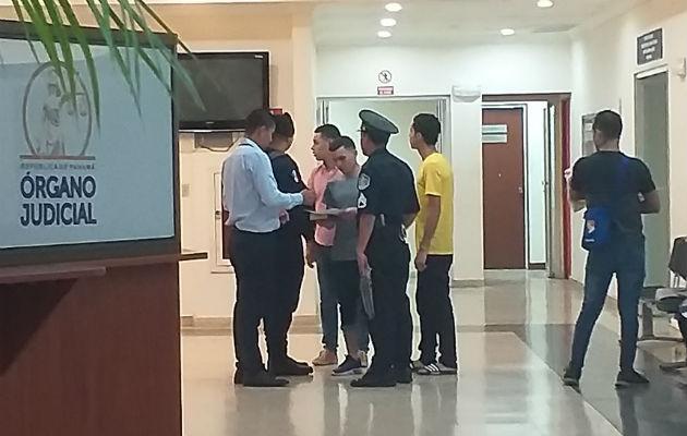Declaran inocentes a 3 jóvenes por crimen del comisionado Samuel Espinoza Linsay