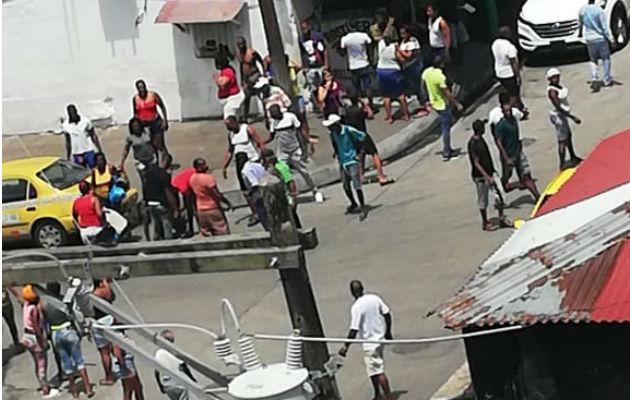 Lluvia de balas deja a una persona herida en calle 5, Ave. Bolívar en Colón