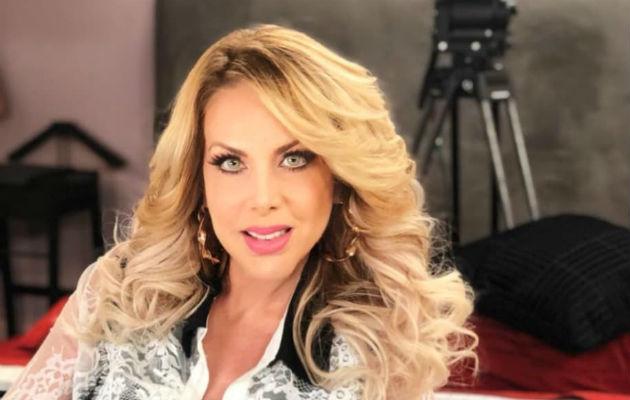 Lorena Herrera.