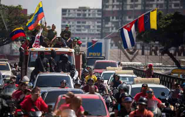 Fuerza Armada venezolana promete lealtad absoluta a Maduro