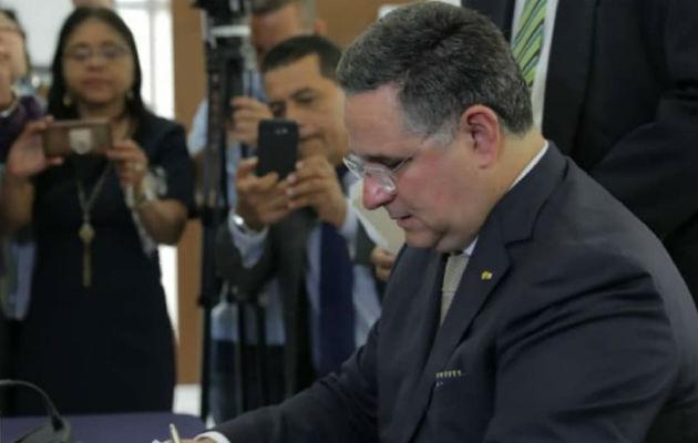 Marco Ameglio acusa al Tribunal Electoral de responder a partidos y de manipular firmas