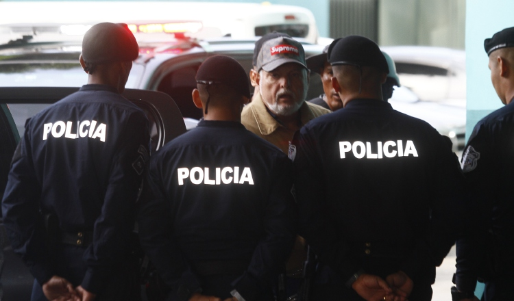 Copias de discos dadas a defensa de Ricardo Martinelli pasarán por peritaje