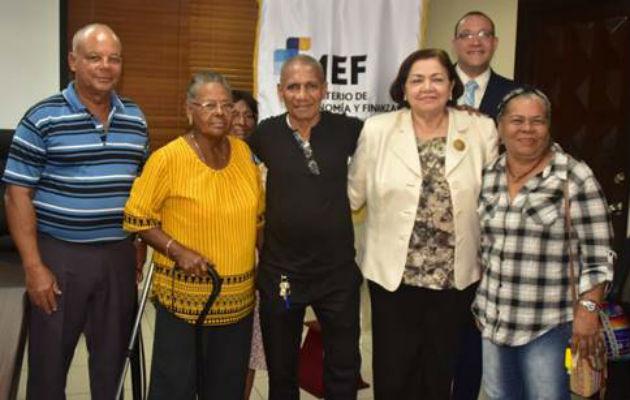 MEF confirma que jubilados y pensionados recibirán bono de $100 este año
