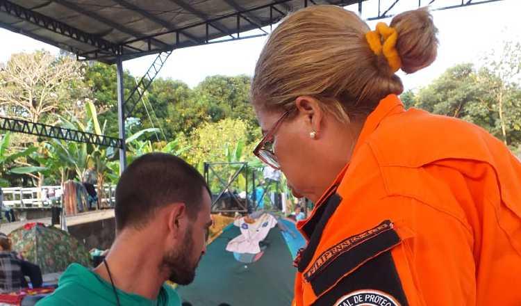 El Sinaproc subió fotos en Twitter sobre la atención brindada a un grupo de migrantes en la frontera. Foto: Twitter