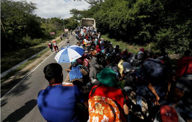Caravana de migrantes avanzando por Guatemala. Foto:EFE.