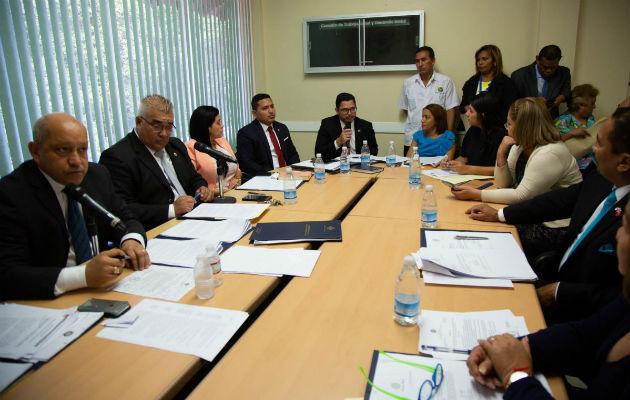Los representantes del Ministerio de Trabajo adelantaron que se está trabajando en la creación de programas de inserción para los jóvenes.