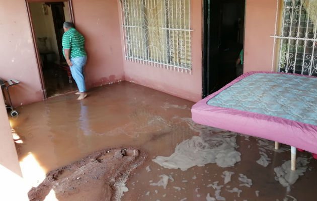 Familias de Panamá Oeste afectadas por ruptura de tubería