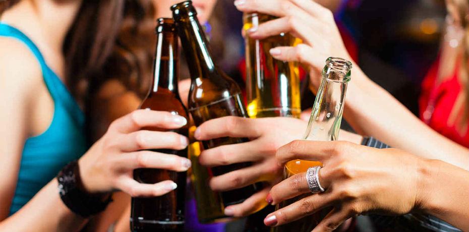 'El juicio crítico es más agresivo con la mujer' que consume alcohol: Enoch Adames