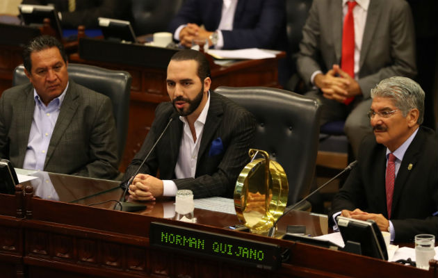 Destituido funcionario salvadoreño ligado al asesinato del poeta Roque Dalton