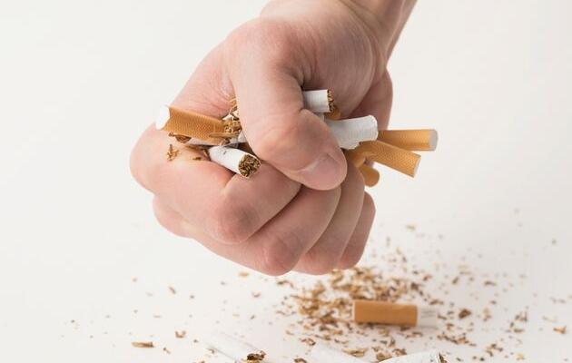 Método Abrahamson promete que fumadores dejarán el cigarrillo en solo una sesión