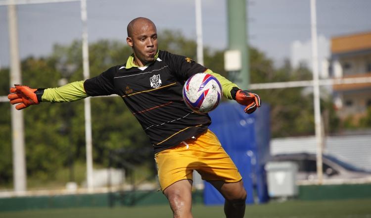 Óscar McFarlane jugó en la pasada temporada con Tauro. Foto Anayansi Gamez