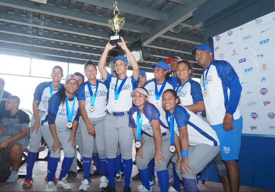 Chicas de Pandeportes se llevan el título en la Liga de Softbol Femenino Superior