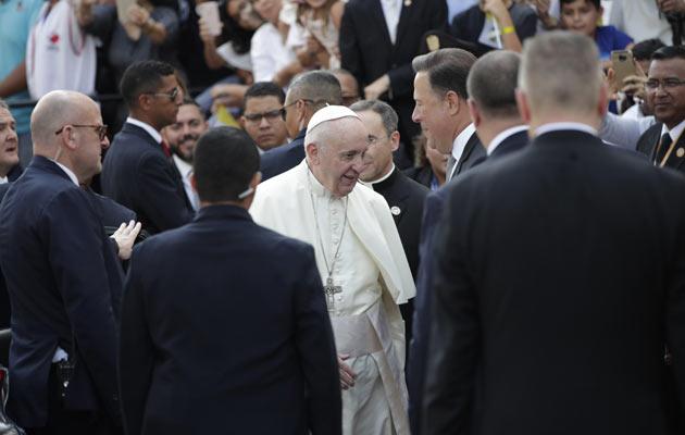 Papa Francisco pide a políticos llevar una vida conforme a la dignidad y autoridad que revisten y que les ha sido confiada