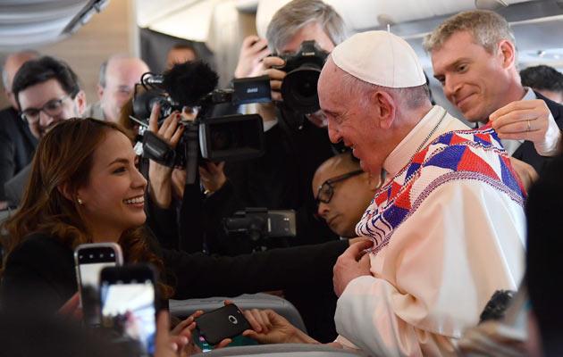 Viaje del papa a Panamá, entre la emoción y regalos