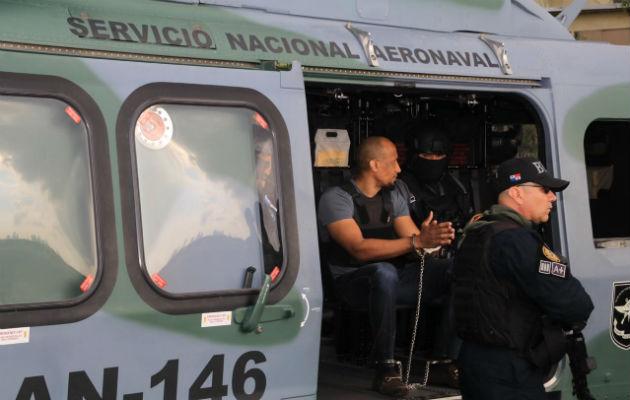 'Marshall' y 'El patrón' fueron trasladados en helicóptero hacia el penal de Punta Coco. Foto: Policía Nacional.