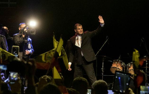 Piden prisión preventiva para Rafael Correa por presuntos sobornos en Ecuador