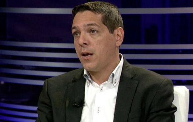Diputados Raúl Fernández recibe críticas tras plantear cambios a impuestos municipales