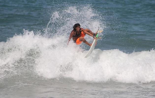 Surfista muere luego de ser alcanzada por un rayo mientras entrenaba