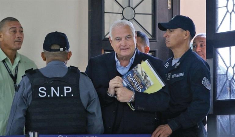 Ricardo Martinelli es llevado a Urgencias del Hospital San Miguel Arcángel por presentar la presión arterial alta