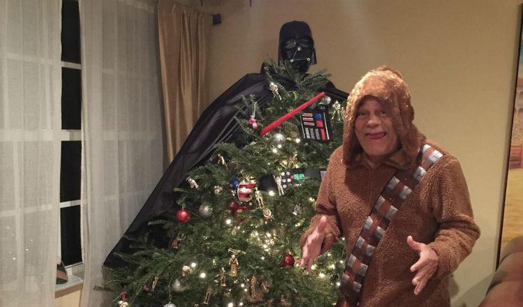 Roberto Durán no se deja y celebra la Navidad al estilo Star Wars