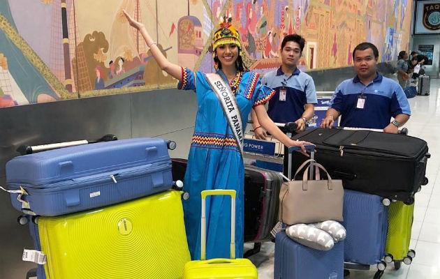 Rosa Iveth Montezuma luce con orgullo su nagua en Tailandia