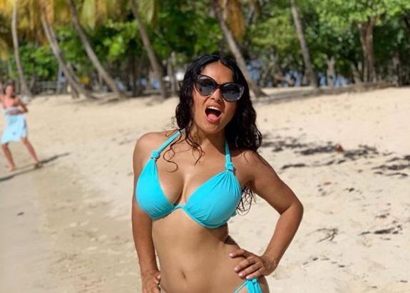 Con 53 años Salma Hayek puede subir fotos en bikini