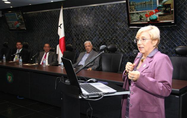 Denuncian amenazas de muerte e intentos de soborno por polémica ley sobre tabaquismo