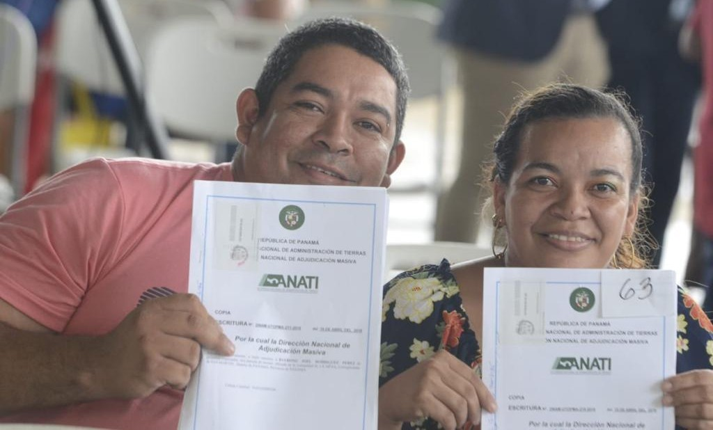 Laurentino Cortizo recomienda a los que recibieron sus títulos de propiedad en Panamá Este a no vender sus terrenos
