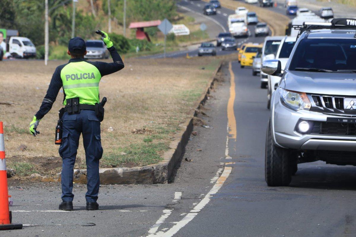 Uniformados de la Dirección Nacional de Operaciones del Tránsito colocaron más de 7 mil boletas durante tres días de Semana Santa.