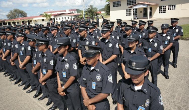 Compra de uniformes, la excusa del Gobierno para un gasto millonario