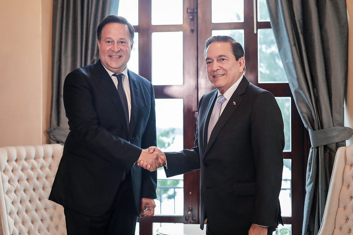 Presidente Laurentino Cortizo 'parquea' a Juan Carlos Varela por situación de Colón