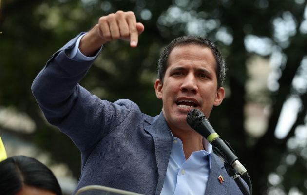 Venezolanos se dividen en las calles de Venezuela en medio de los apagones