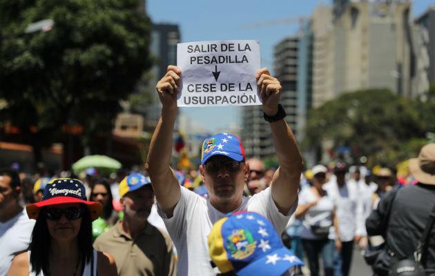 Seguidores de Guaidó protestan en toda Venezuela contra Maduro y los apagones