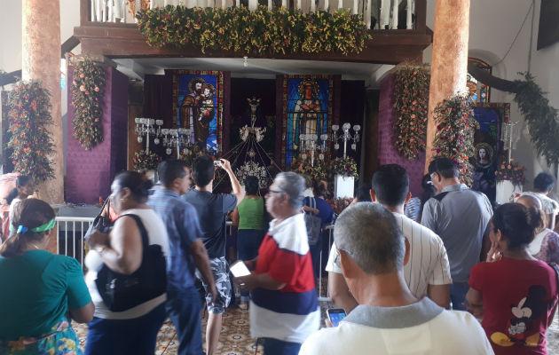 Miles de peregrinos caminan hacia la basílica menor de Atalaya
