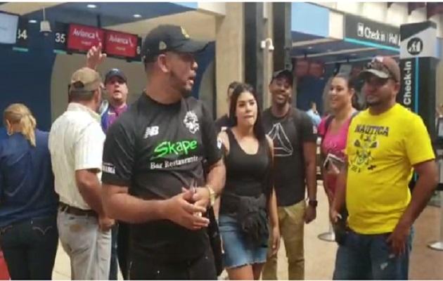 Panameños varados en Medellín se quejan de Wingo
