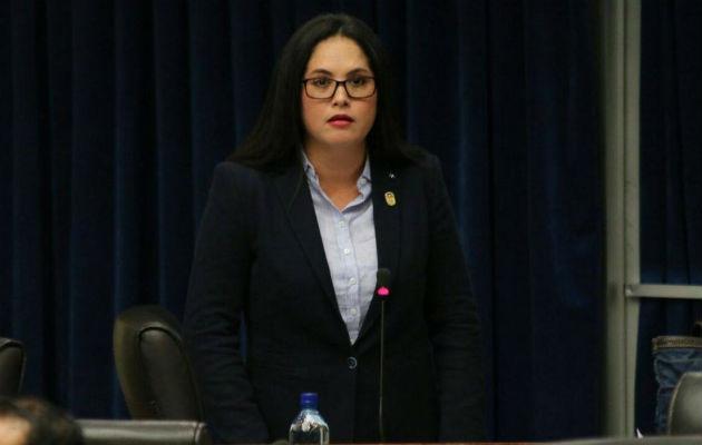 Zulay Rodríguez insiste en el tema de los extranjeros; propone impuesto de 12.5% a las remesas