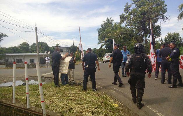 Policías reprimen a jubilados y evitan el cierre en David