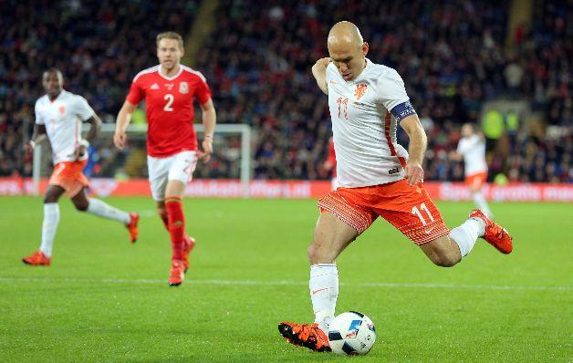 Robben lidera a Holanda