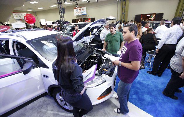 Ventas de autos aumentan 8% hasta octubre